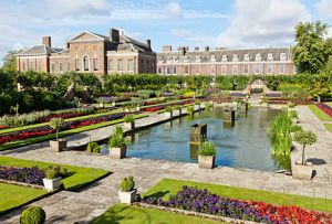 Garden at Kensington Palace in London.jpg